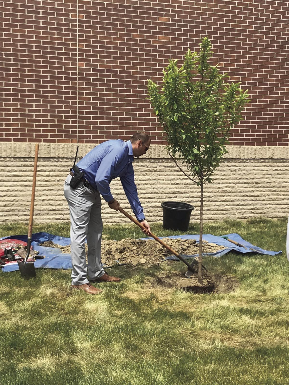 Tree planted at Pottawattamie County Sheriff s fice to honor