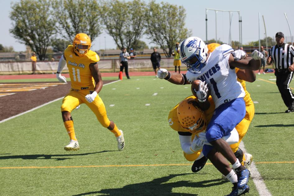 Late field goal lifts No. 7 Garden City past No. 2 Reivers | Local ...