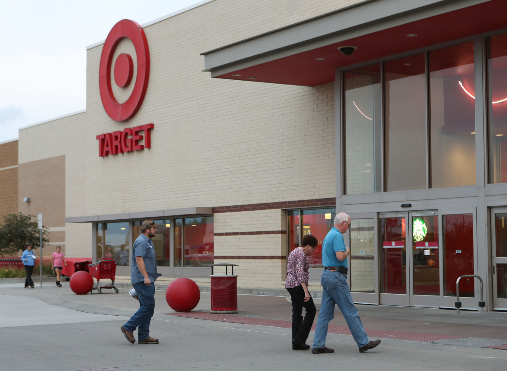 Target Will Raise Its Minimum Wage to $15 Per Hour by 2020