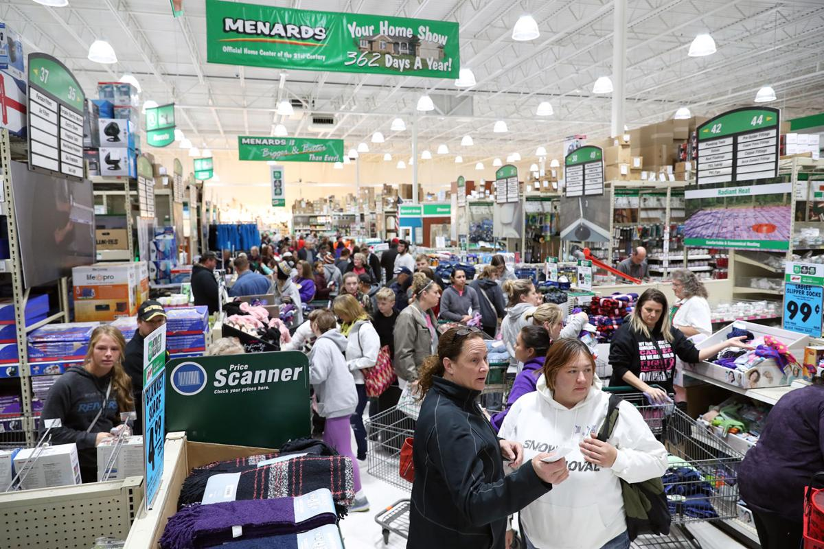 Crowds brave lines to find Black Friday deals at local
