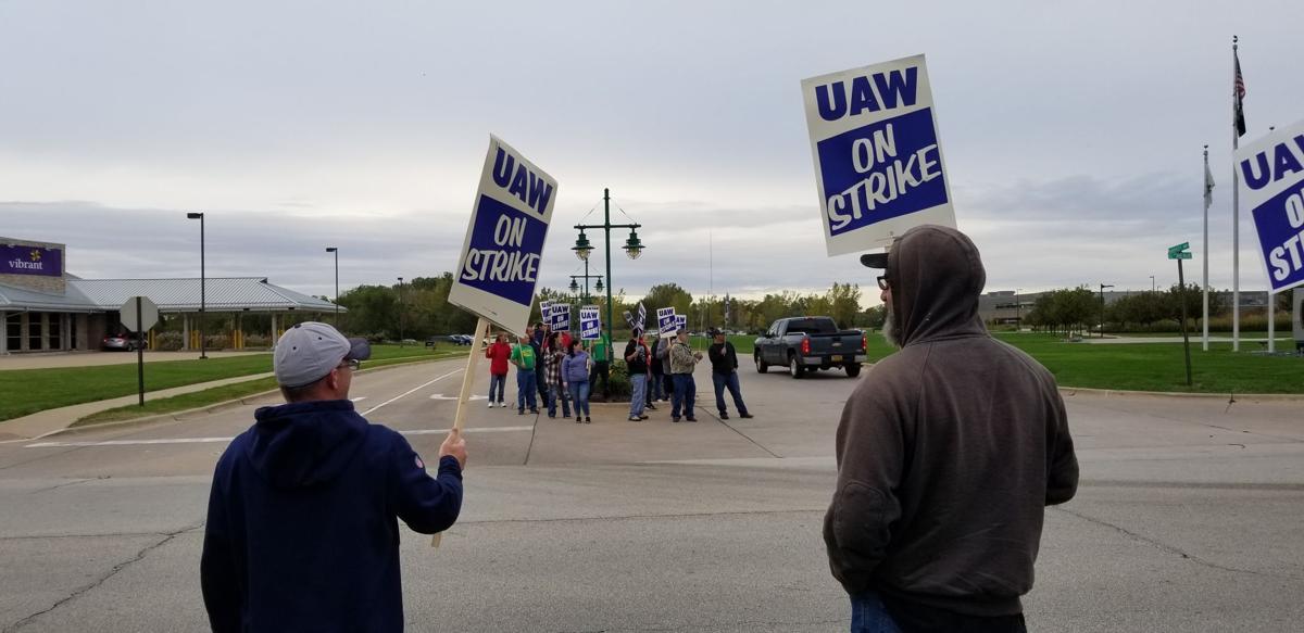 UAW strike, picketers outside of Deere