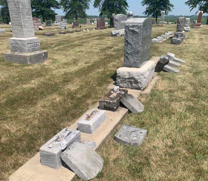 100621ho-fredsville-cemetery-1