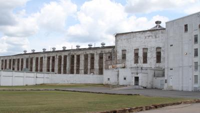 Oklahoma prison director wants to triple $485 million budget