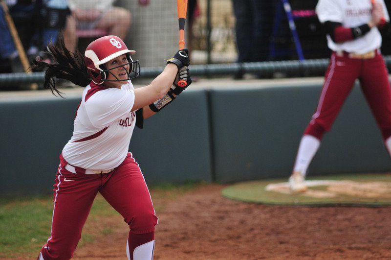 Oklahoma softball: Former Sooner star Lauren Chamberlain