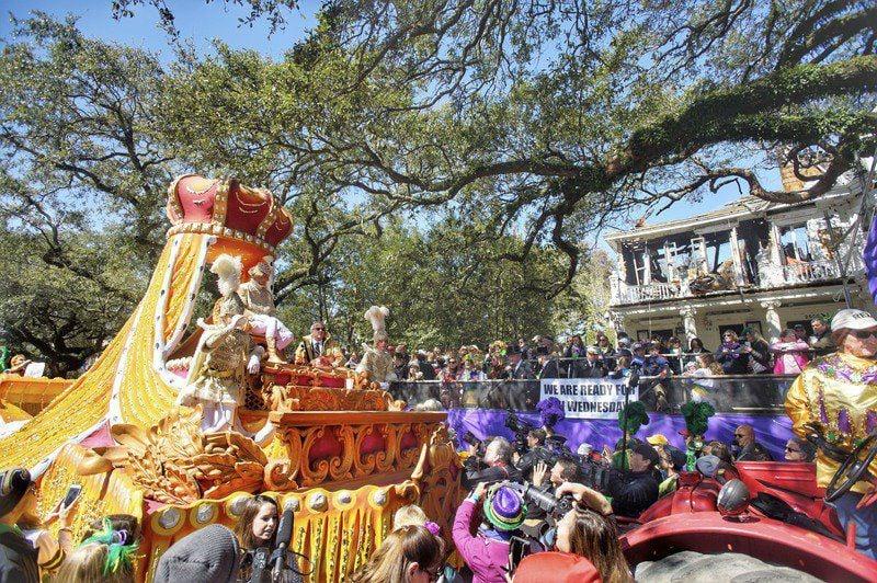 Despite cold, New Orleans celebrates Mardi Gras