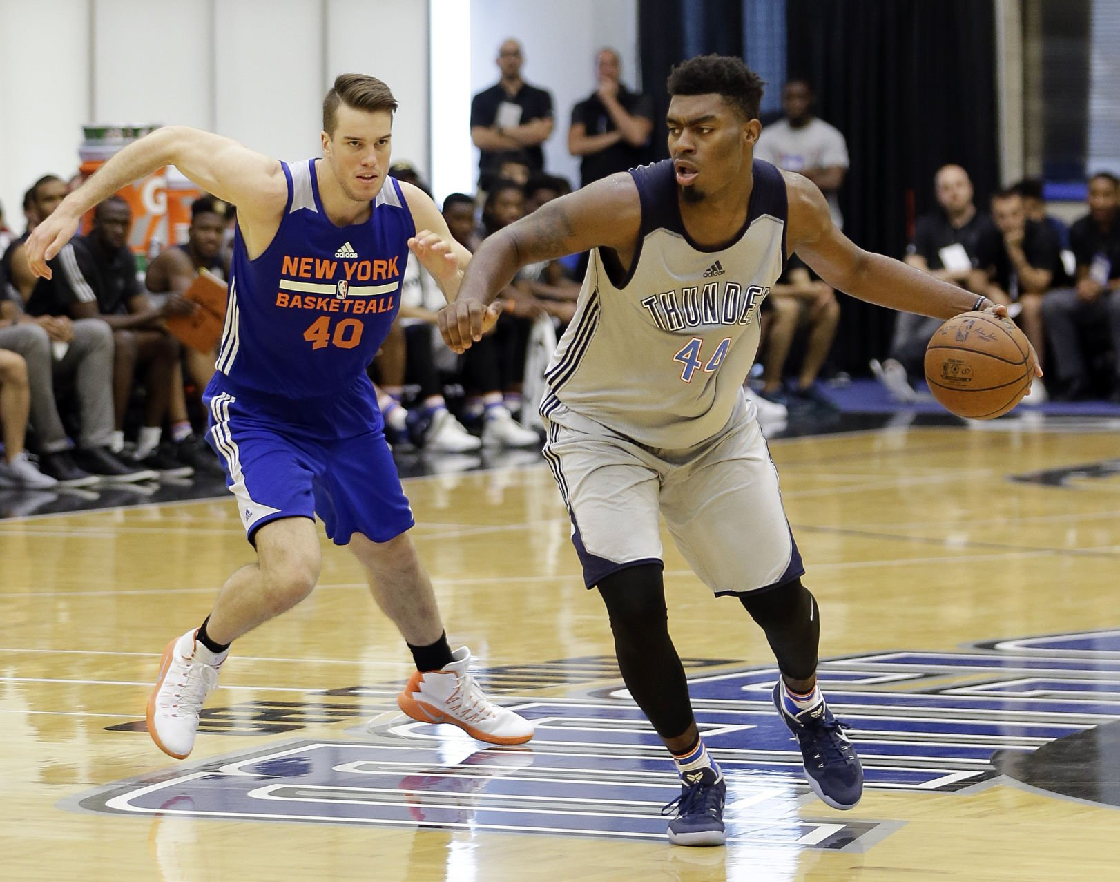 Thunder Signs Dakari Johnson