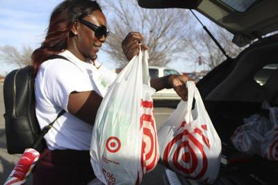 Retailers pleased with Christmas shopping season
