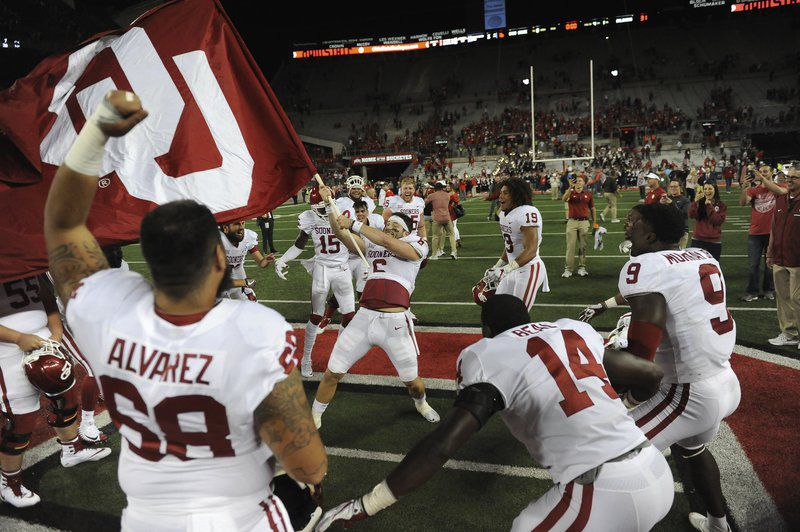 51ac43dc6bd Notepad  Baker Mayfield apologizes for flag incident at Ohio State ...