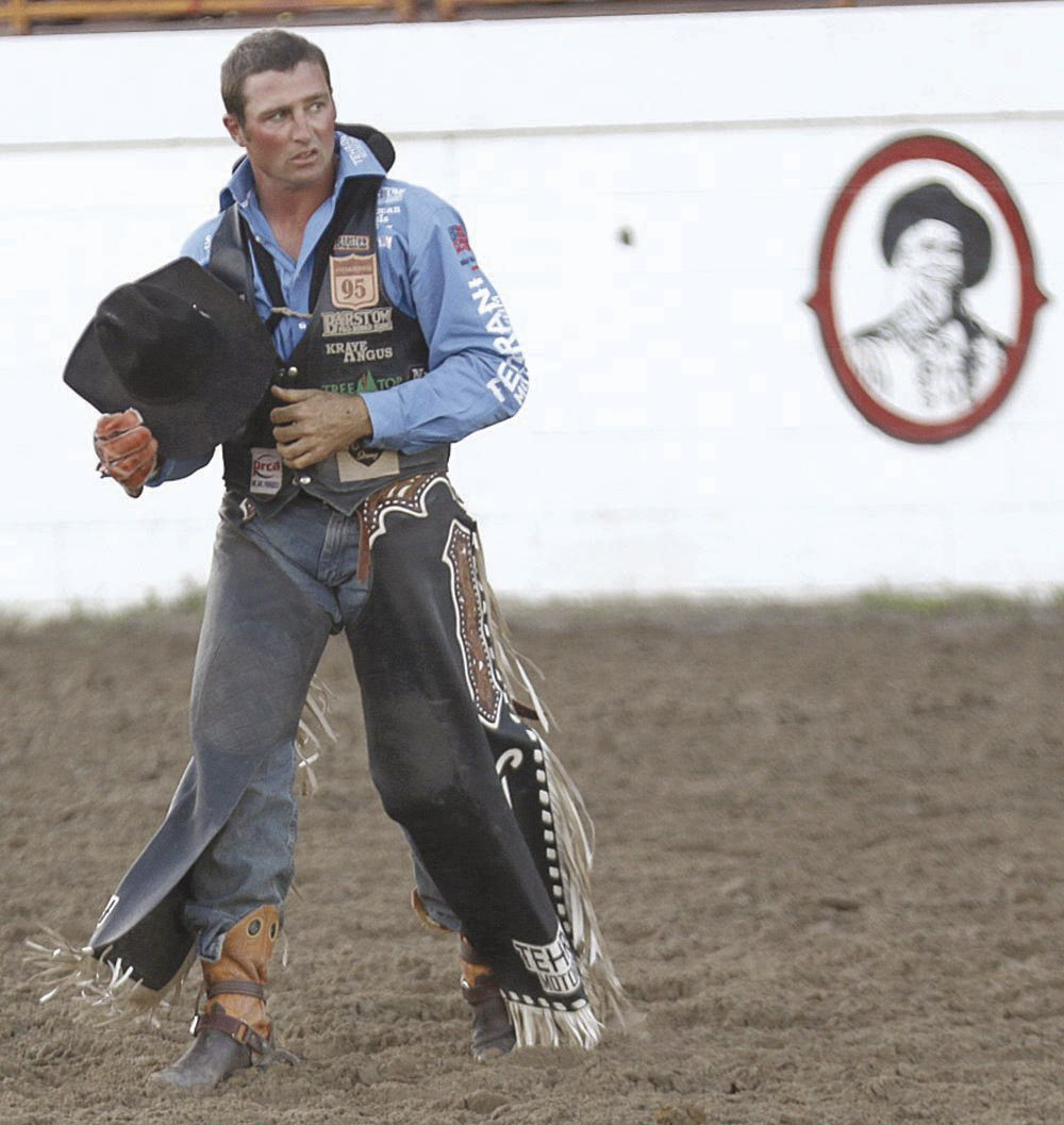 Rub some dirt on it: Denell Henderson, Steven Dent among many rodeo athletes fighting through injury