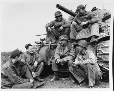 Ernie Pyle with tank crew, 1944