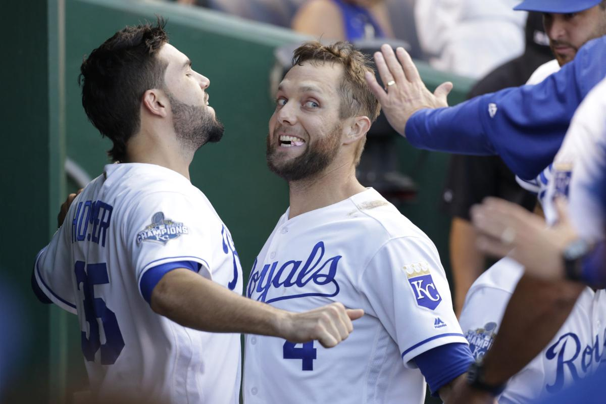 Gordon hits 2 HRs, Royals win 7th straight, rout Twins