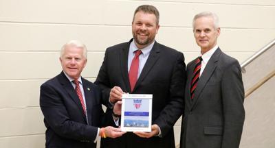 Lt. governor helps Gothenburg celebrate award