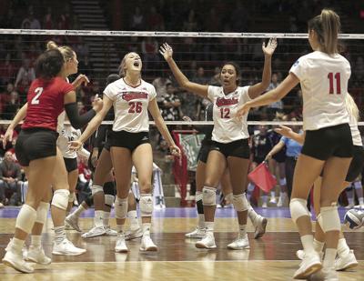 Huskers sweep Hawaii in NCAA tourney