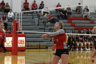 Paxton defeats Sutherland in four sets
