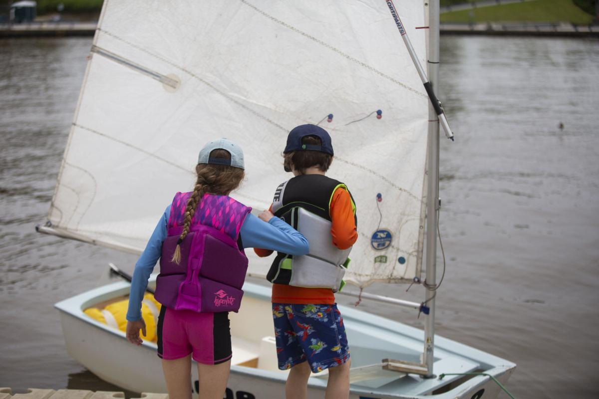 Beginner sailing students