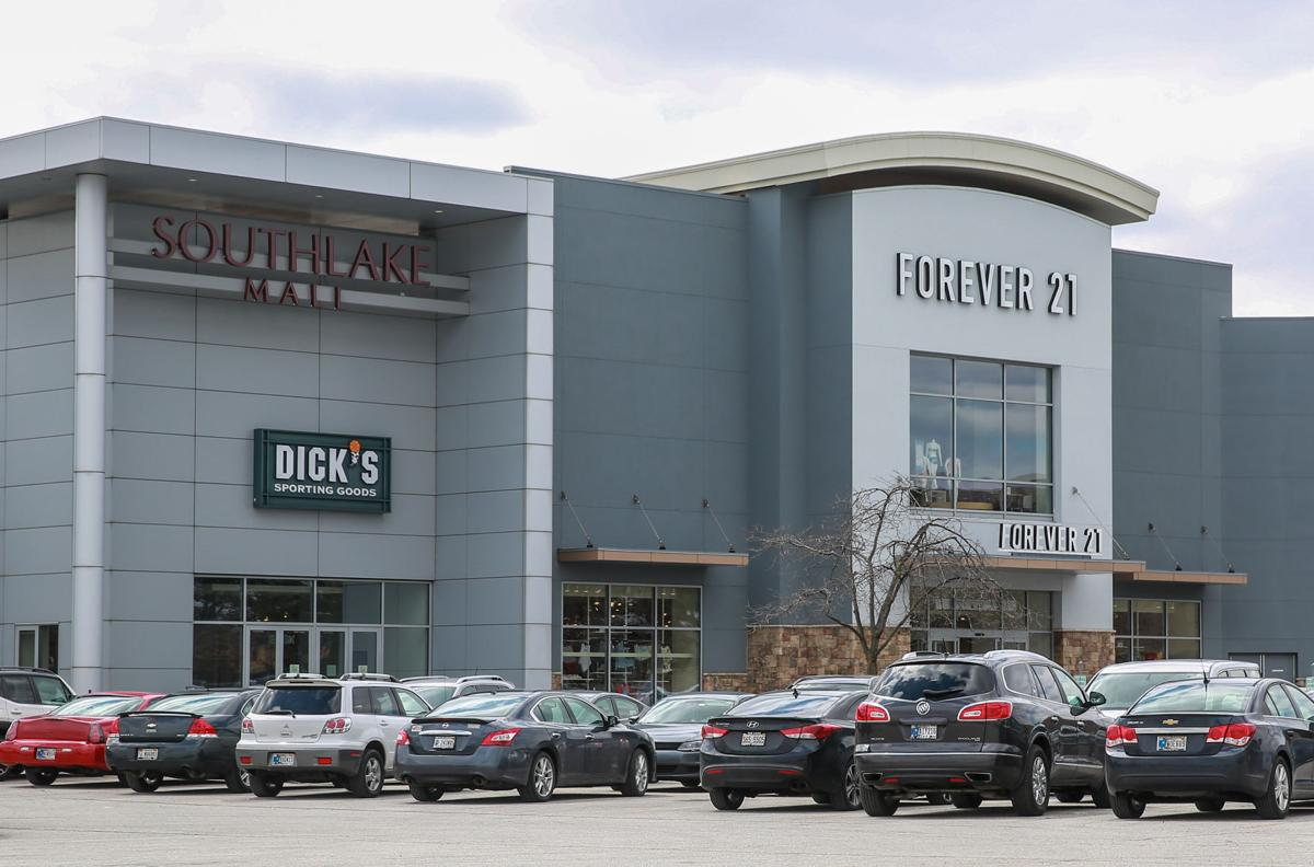 Southlake Mall is losing Dick's Sporting Goods store.
