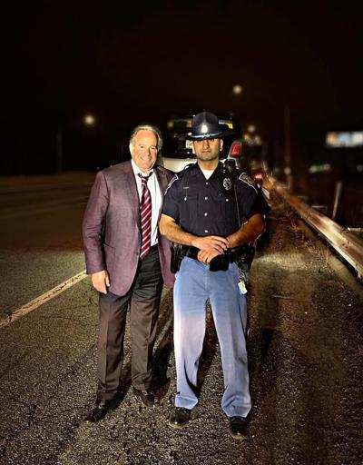 Indiana state trooper stops to help Chicago Cubs owner on side of road