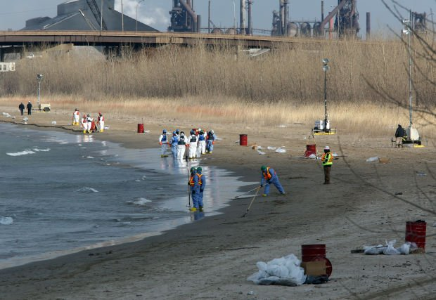 Malfunction at BP Whiting Refinery sends oil into Lake Michigan