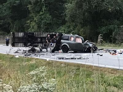 Semi, vehicle crash on U.S. 20 outside Chesterton
