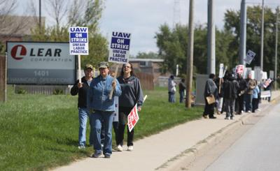 Lear workers narrowly approve new contract