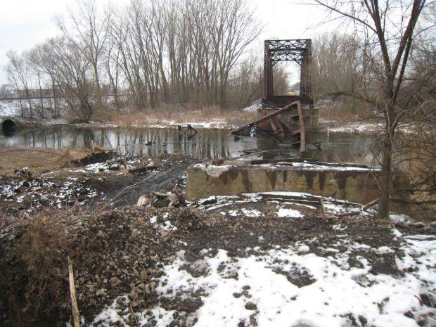 IDEM officials tour 'stolen' bridge site