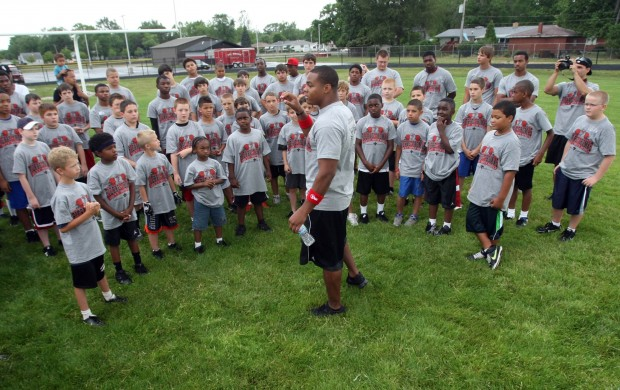 Pierre Thomas talks to campers