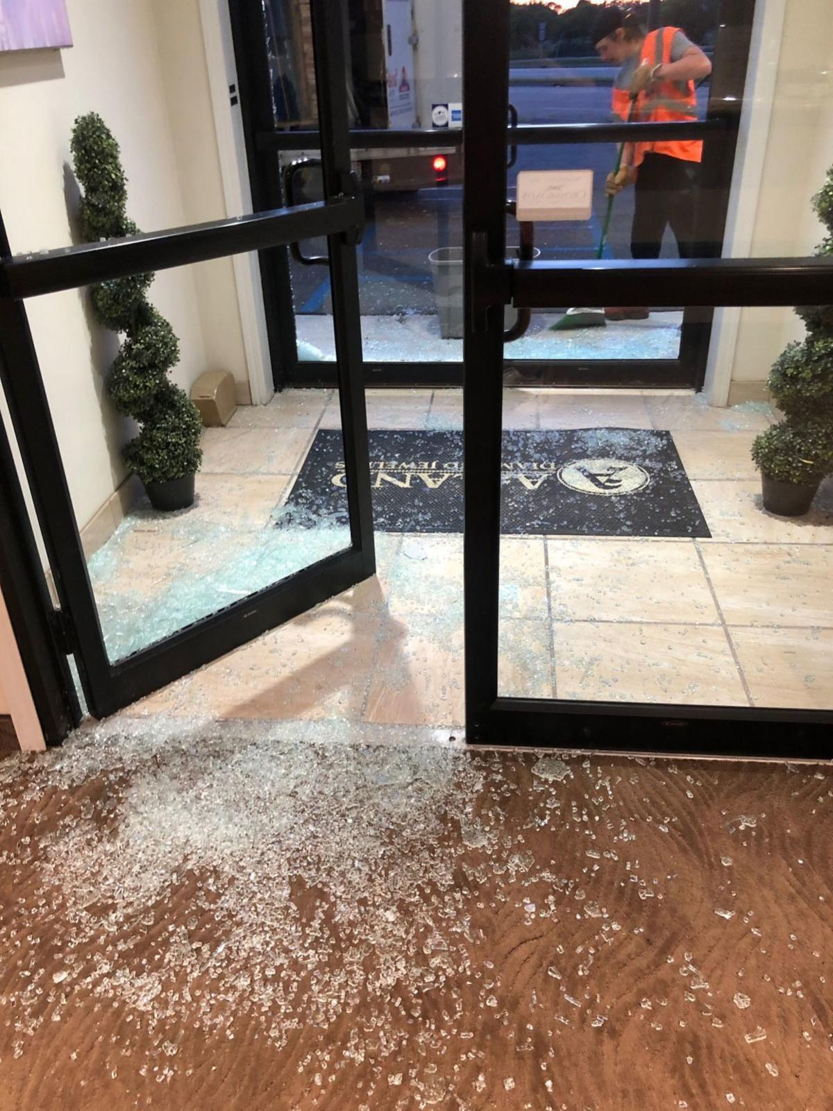 Merrillville Jewelry Store Looted Sunday As Cops Tied Up With Nearby Protests Government And Politics Nwitimes Com