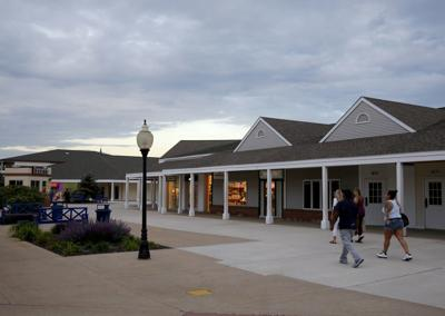 Lighthouse Place mall to reopen, memo reveals; River Oaks to reopen for to-go items