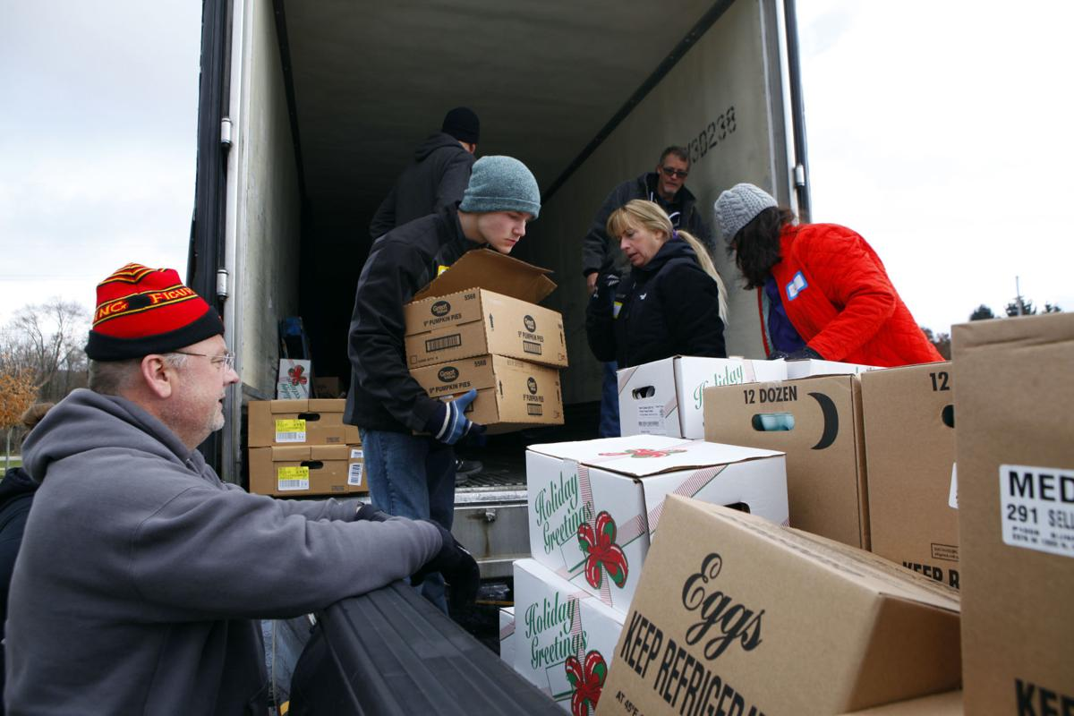 Lakes of Valparaiso staff builds community with a week of good deeds