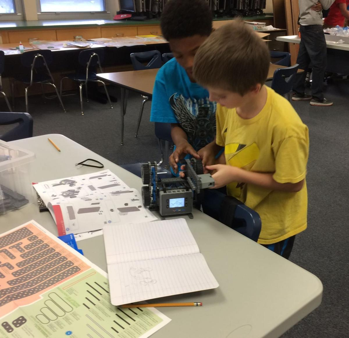 Portage students' robots build problem-solving skills