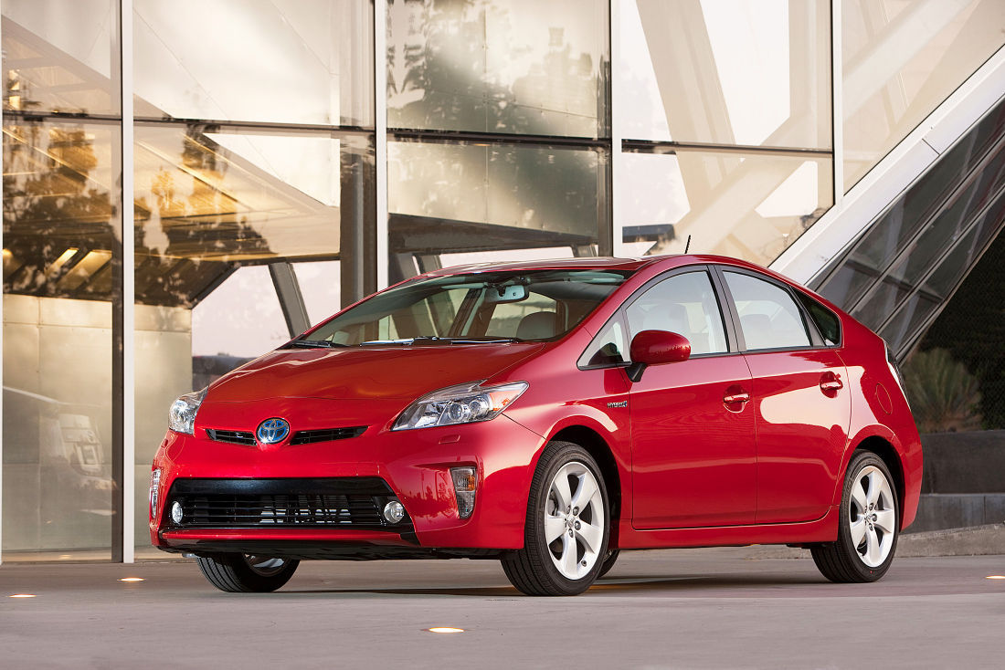 Prius Impresses With 51 Mpg Top Ing Toyota Hybrid Offers Surprising Iousness Along