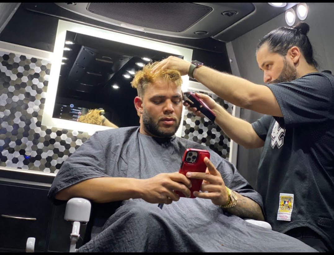 Barber goes from $5 fades in his grandma's kitchen to cutting the hair of White Sox stars