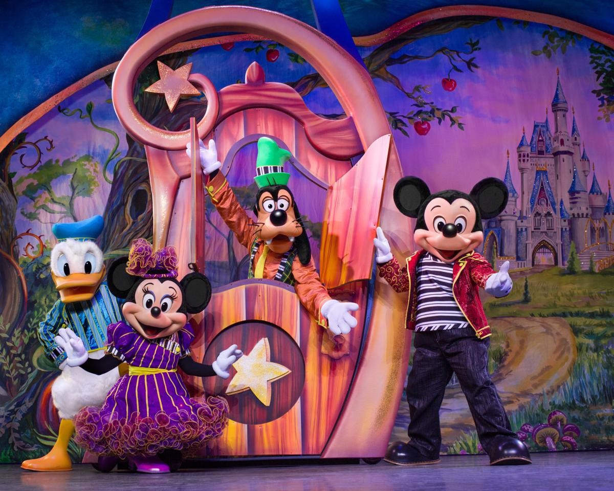 "Disney Lives! Presents ""Mickey and Minnie's Doorway to Magic"""