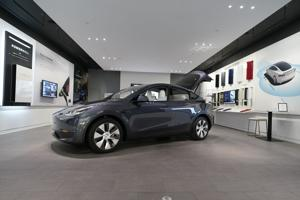 Automakers embrace electric vehicles, but buyers on fence.