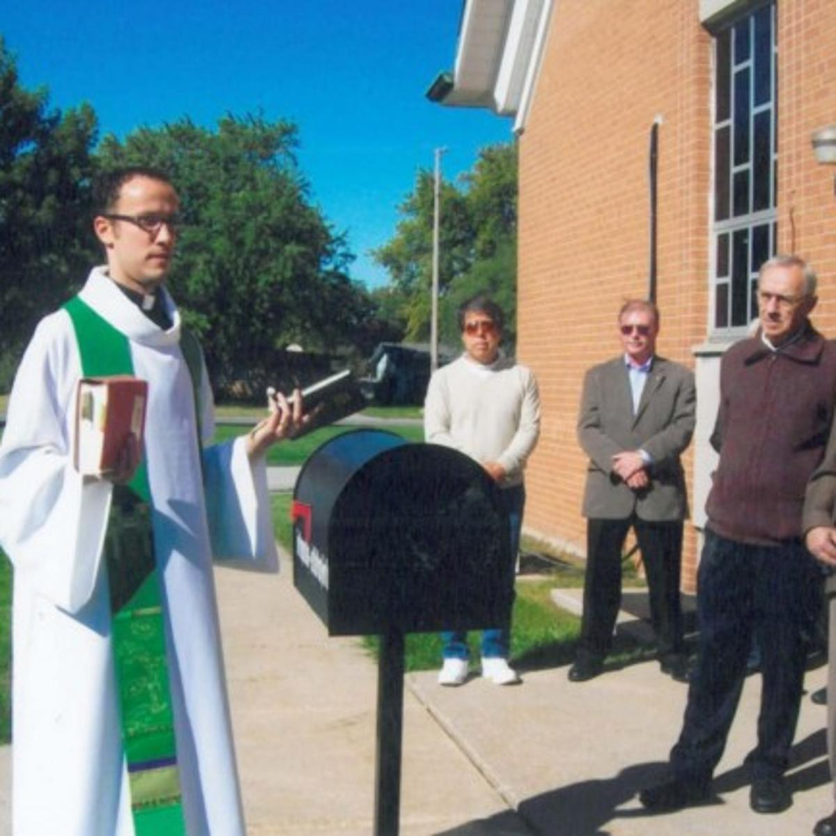 Church installs mailbox for prayer requests | Merrillville