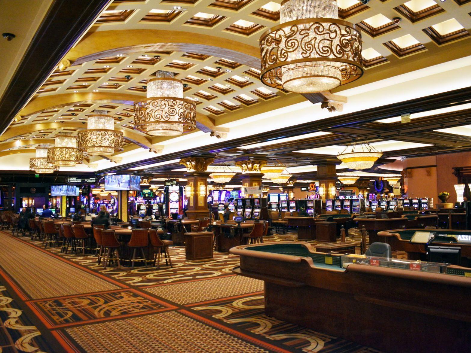 Horseshoe casino indiana shuttle schedule casino cherry picker accident