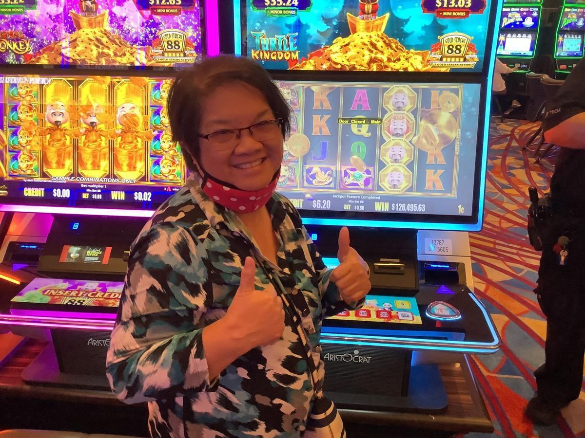 Illinois woman hits grand jackpot on Hard Rock Casino slot machine