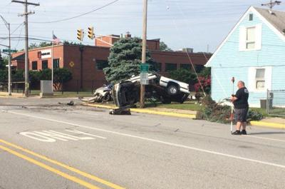 Officer, 1 other taken to hospital following crash in Hammond