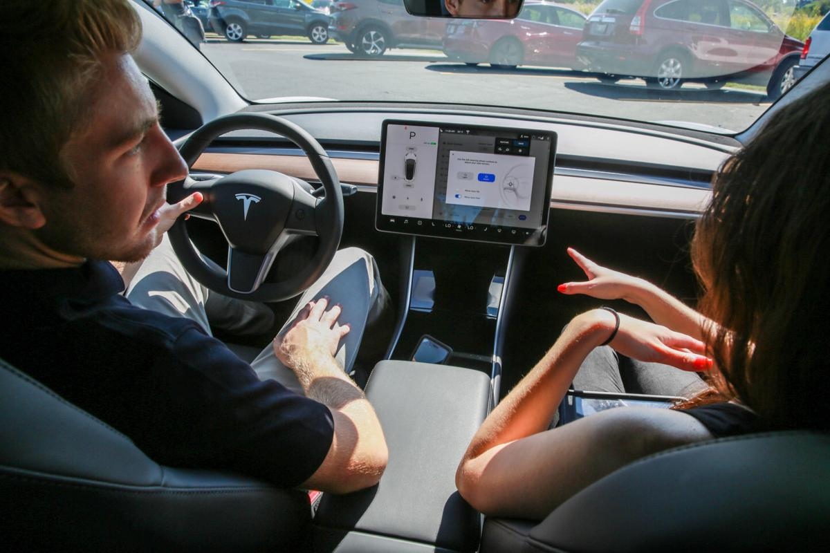 Drivers plug in to electric vehicle at Thursday showcase