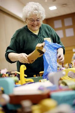 Woodworkers make toys for needy kids
