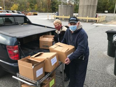 Kiwanians put new spin on food pantry donations