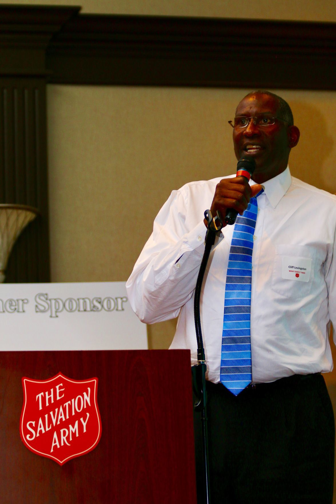 Former NBA champion Cliff Levingston scores at Salvation Army Community Civic Dinner