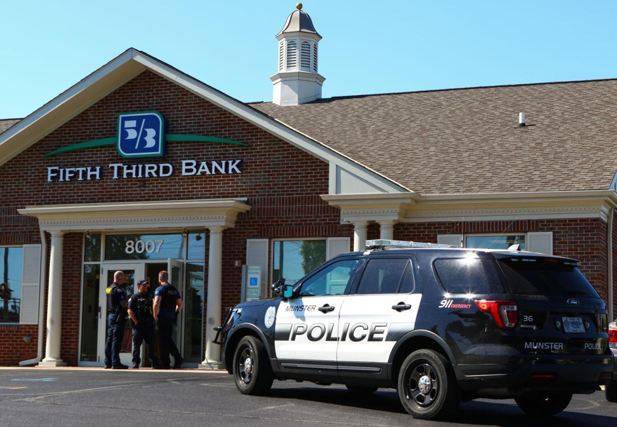 Munster police surround bank