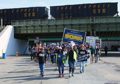 USW workers vote on strike