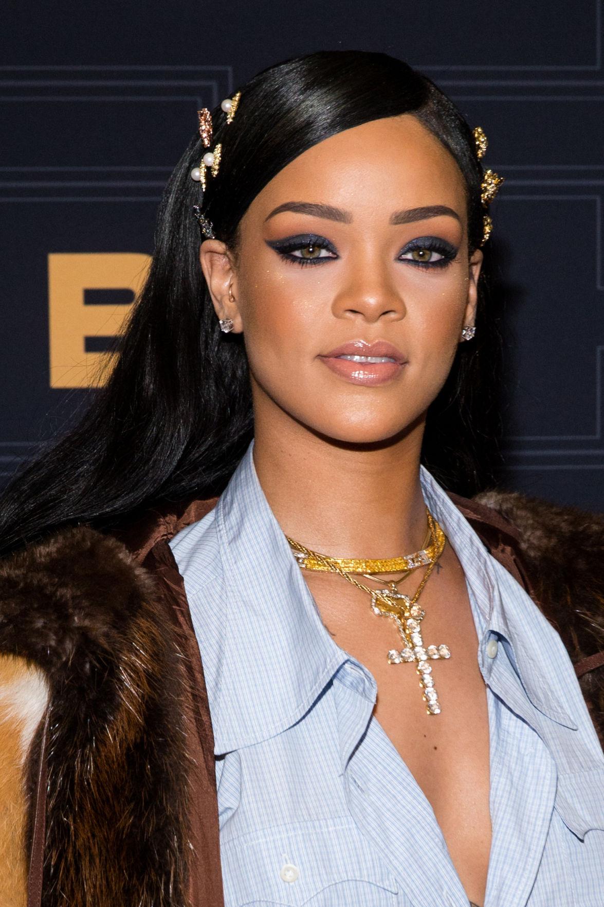 Rihanna, Shonda Rhimes, Clinton appear at Black Girls Rock ...