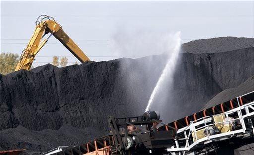EPA: Petcoke piles violate Clean Air Act
