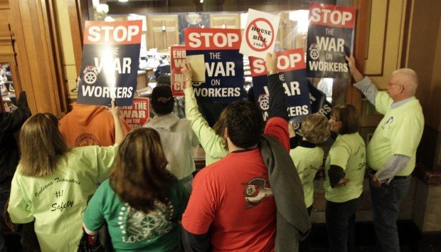 House Dems go to Illinois, kill right-to-work bill