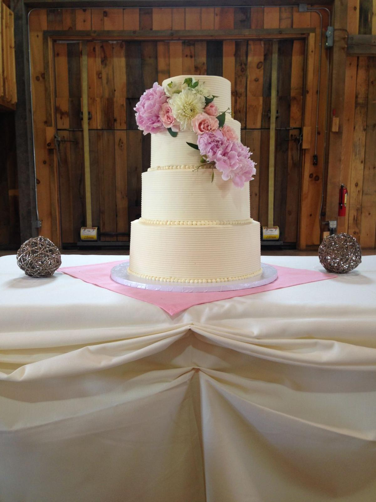 local wedding cakes local bakeries make wedding cakes into works of food 16921