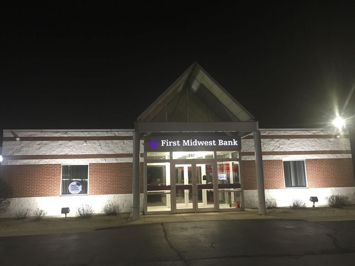 First Midwest becomes latest Region bank to bump starting pay to $15 an hour