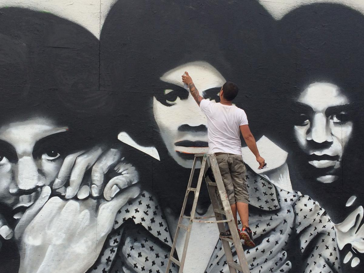 Gary 39 s miller neighborhood undergoing a renaissance for Jackson 5 mural gary indiana